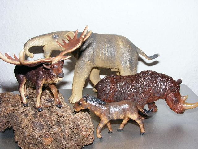 Four very cheap original Bullyland prehistorics  Prehis10