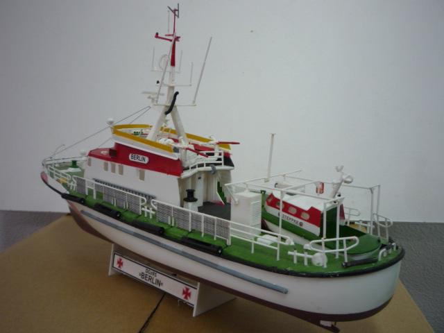 Search & rescue vessel BERLIN (1:72) P1080618
