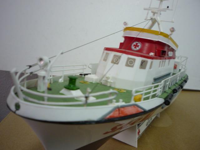 Search & rescue vessel BERLIN (1:72) P1080619