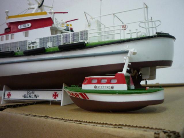 Search & rescue vessel BERLIN (1:72) P1080621