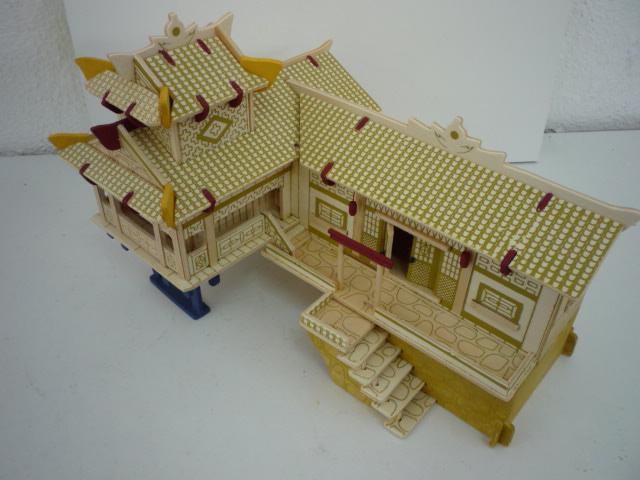 """Maison traditionnelle pieds dans l'eau """"Xiangxi"""" en contre-plaqué P1080752"""
