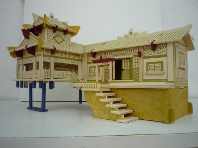 """Maison traditionnelle pieds dans l'eau """"Xiangxi"""" en contre-plaqué P1080753"""