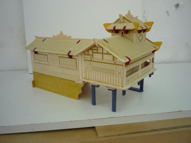 """Maison traditionnelle pieds dans l'eau """"Xiangxi"""" en contre-plaqué P1080754"""