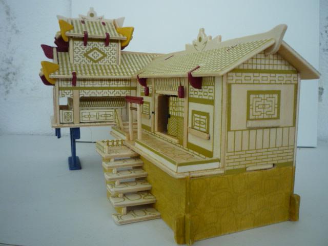 """Maison traditionnelle pieds dans l'eau """"Xiangxi"""" en contre-plaqué P1080756"""