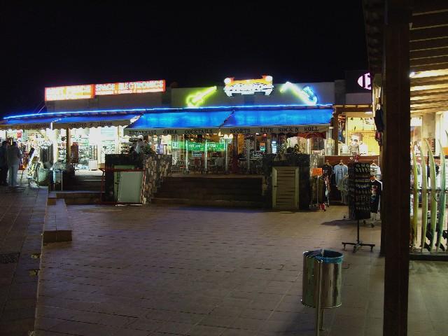 Retro Restaurant & Bar Corral11