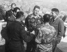 LE PEN jean-Marie le militaire, l'officier parachutiste Le_pen10