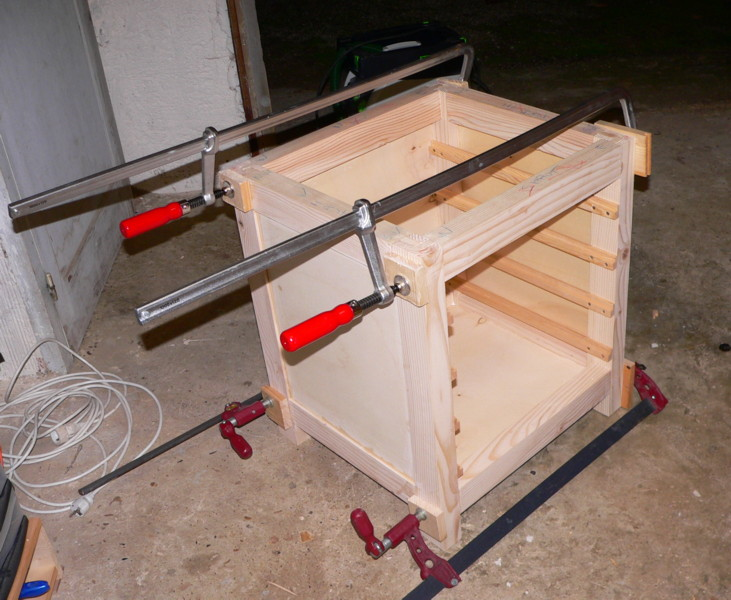 meuble support pour perceuse d'atelier - Page 4 Caisso10