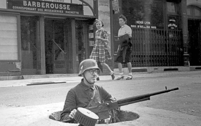 Quid de l'armement français (resté en France) durant l'occupation, stocké, utilisé, détruit? - Page 4 82122310