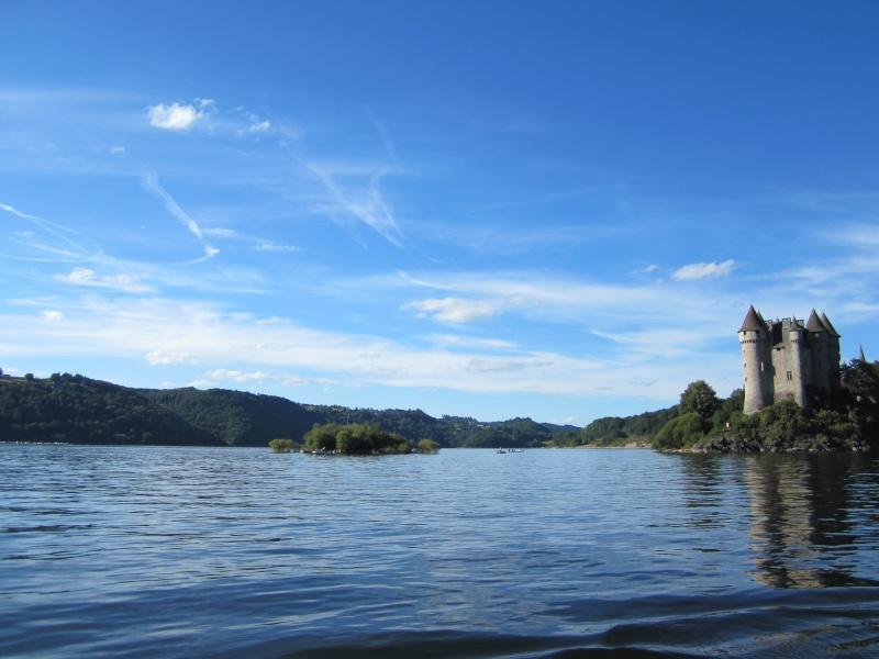 Retenue de Bort-les-Orgues et château de Val Fabien60