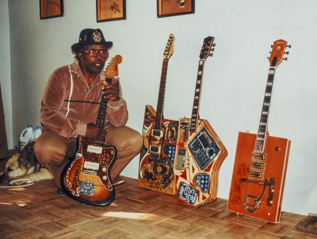 guitare customisée ............... 01461_10