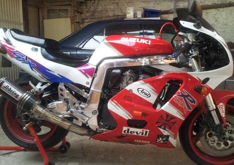 gsxr w en racer ,street ou café voir les deux !!! 20121012