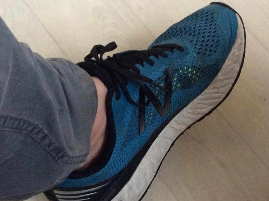 Sneakers  B8386c10