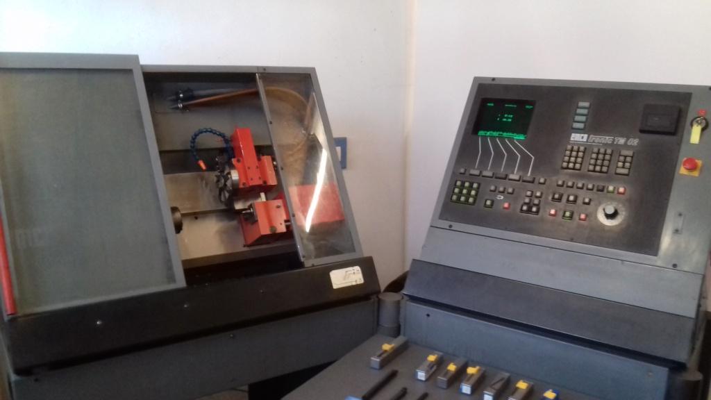 EMCO TURN 120P  panneau de commandes qui a fumé  D11