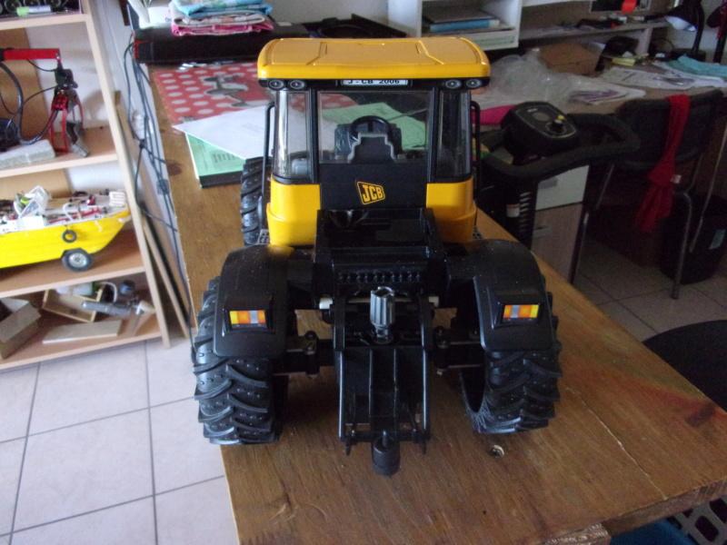 Tracteur agricole JCB de Bruder, 2 directions 03030 - Page 2 001216