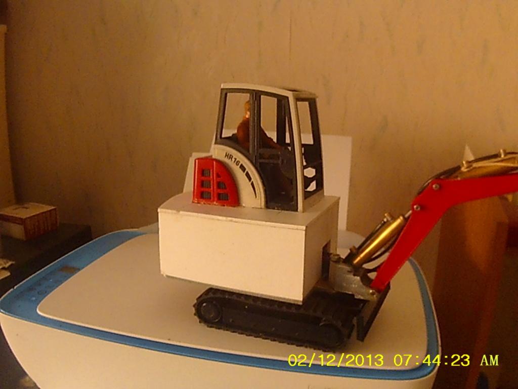 Mini pelle Schaeff HR 16 de Bruder - Page 4 001330