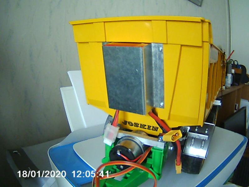 Tracteur agricole JCB de Bruder, 2 directions 03030 - Page 7 003227