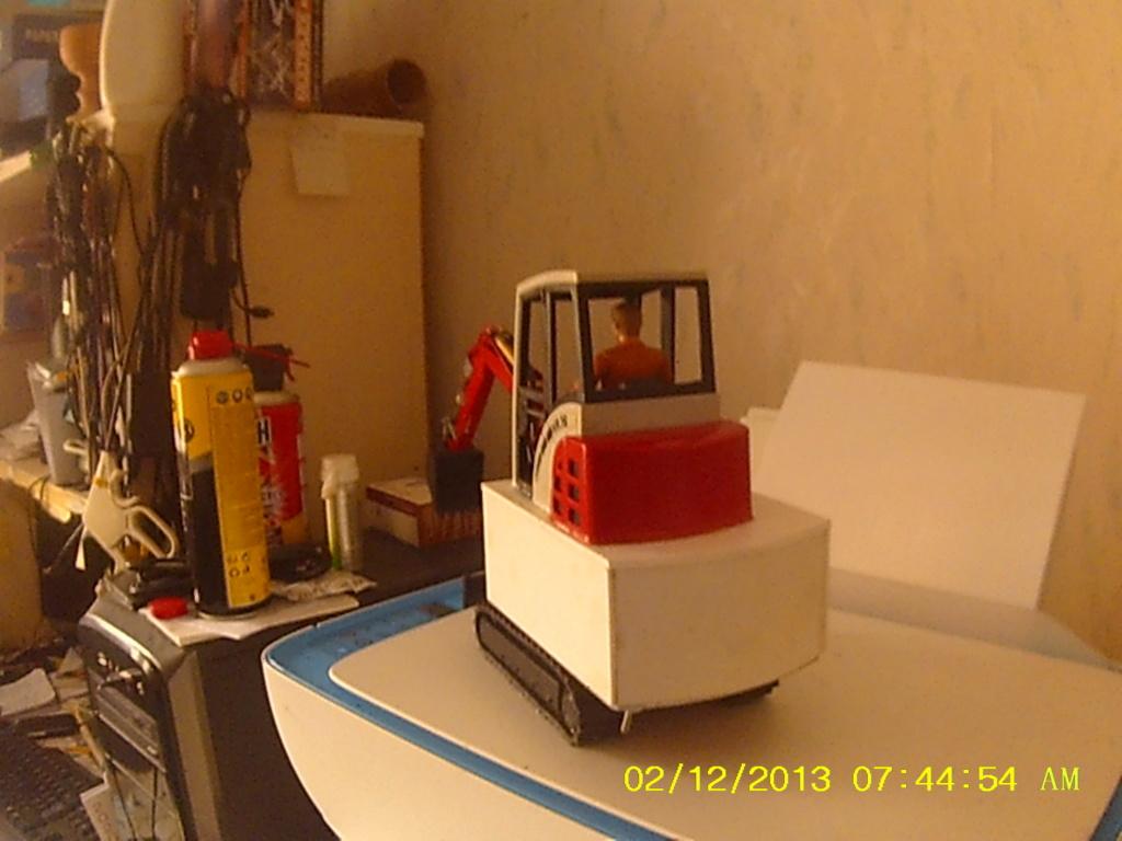 Mini pelle Schaeff HR 16 de Bruder - Page 4 003266