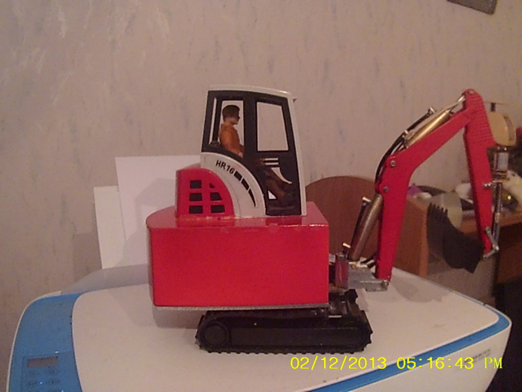 Mini pelle Schaeff HR 16 de Bruder - Page 4 004207