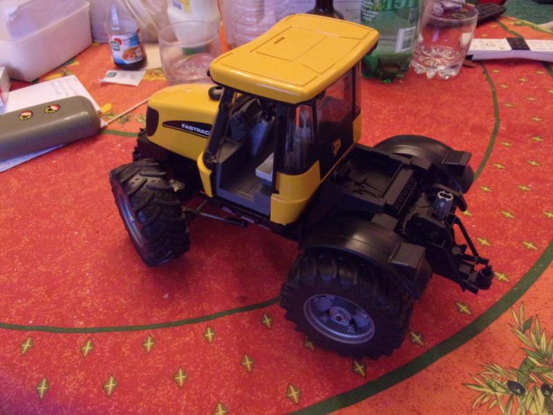 Tracteur agricole JCB de Bruder, 2 directions 03030 - Page 2 01427