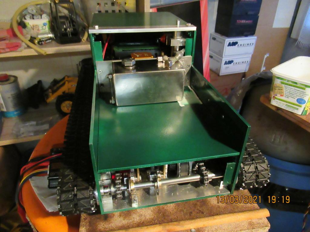 Tracteur sur chenilles a traction thermique Free Lance sur base de char Pershing HENGLONG - Page 5 2021-149