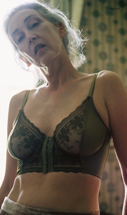 Une marque de lingerie prend une femme de 57 ans pour égérie 2c7fd110