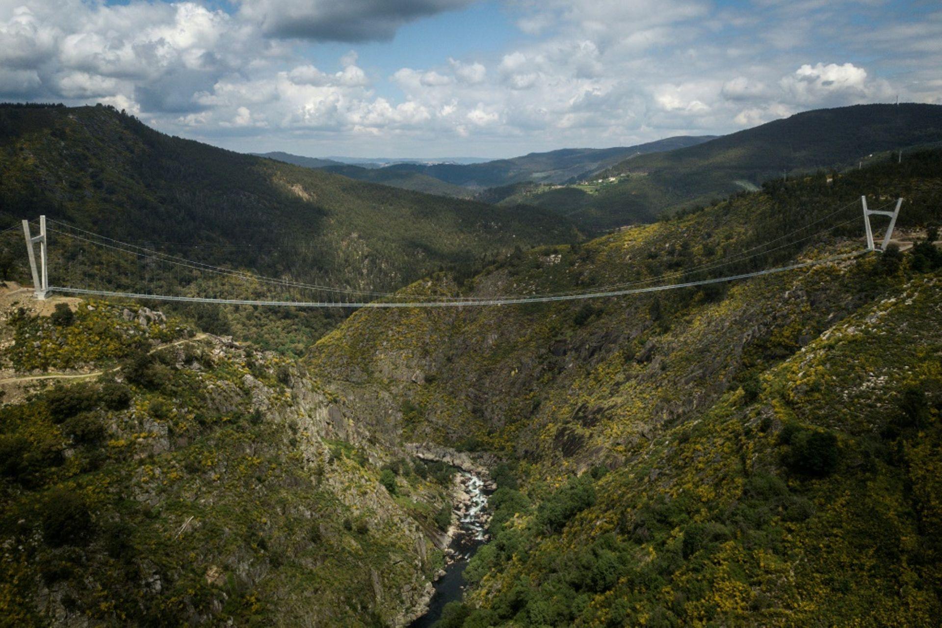 Le Portugal inaugure le pont pédestre suspendu le plus long du monde E7fb7610