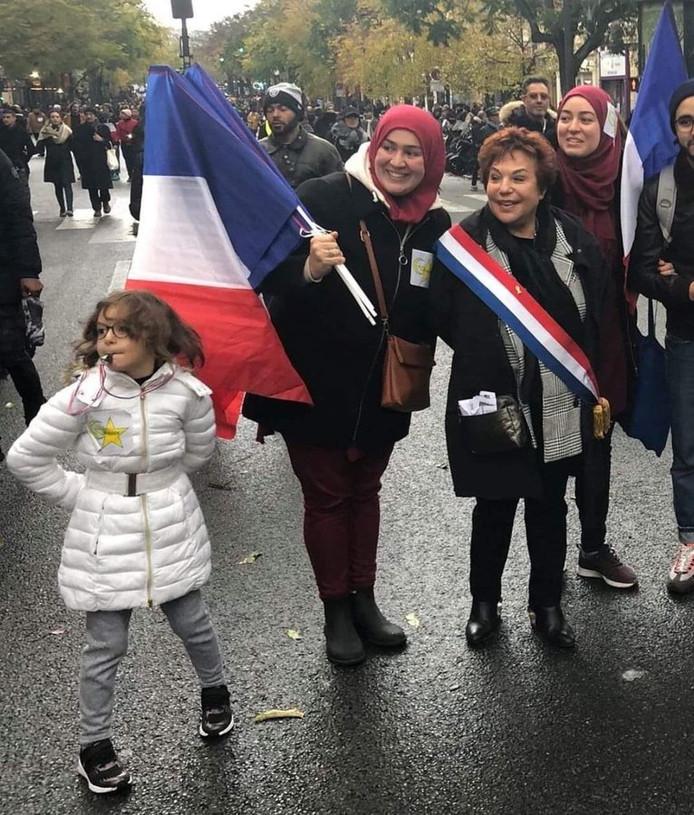 Une étoile jaune portée par une fillette lors de la manifestation contre l'islamophobie provoque l'indignation Images18