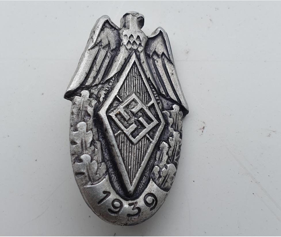 insigne HJ de sport en alu et daté 1939 20210156