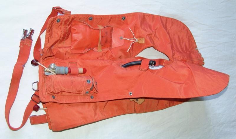 Aviation: Gilet de sauvetage Aérazur 17 - 1er type Dsc00055