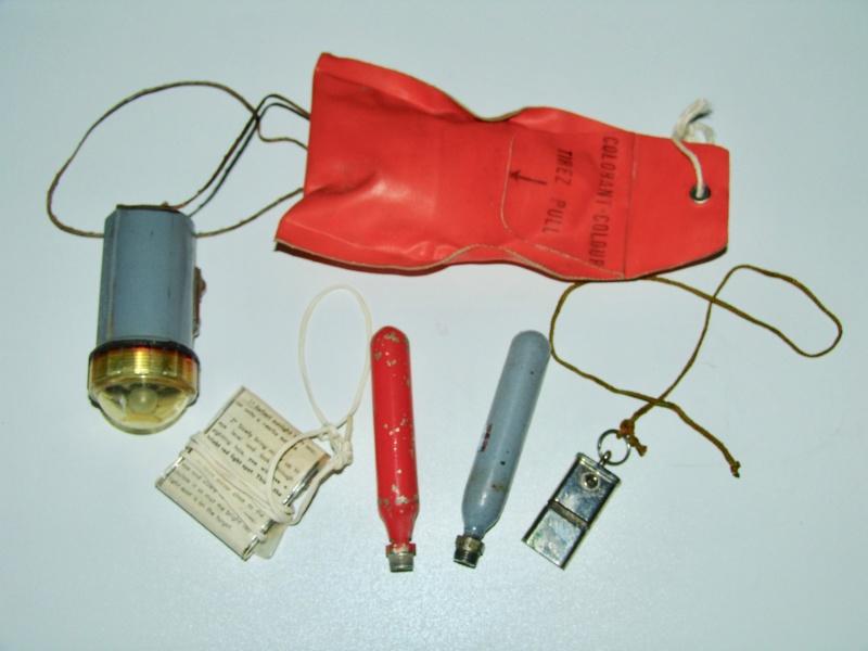 Aviation: Gilet de sauvetage Aérazur 17 - 1er type Dsc00057