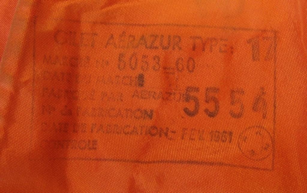 Aviation: Gilet de sauvetage Aérazur 17 - 1er type Dsc00443