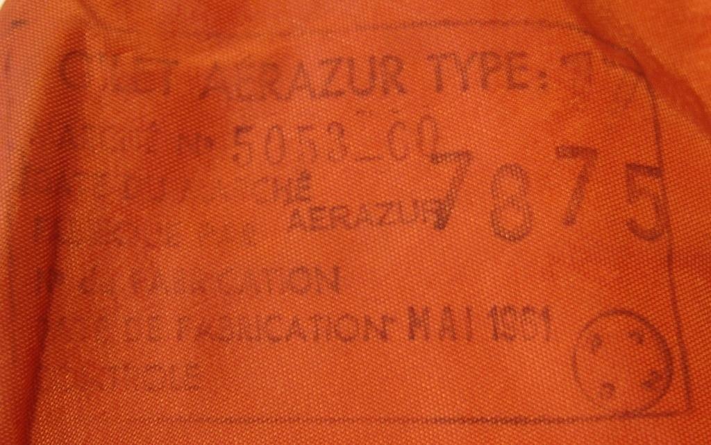 Aviation: Gilet de sauvetage Aérazur 17 - 1er type Dsc00444