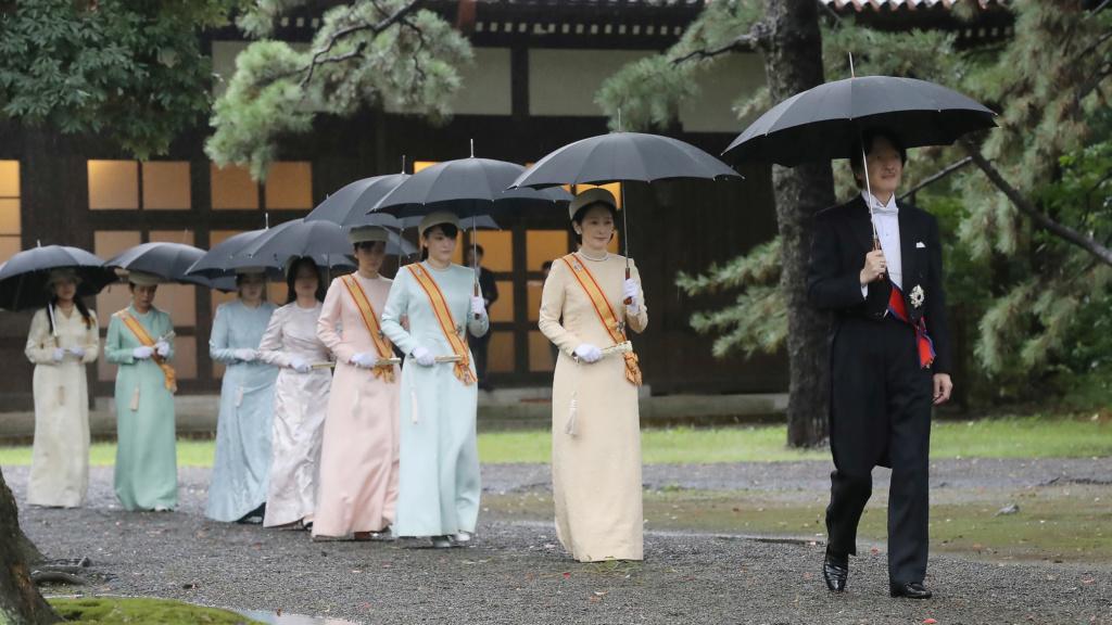 Casa Imperial del Japón (Nihon-koku / Nippon-koku) - Página 15 Https_11