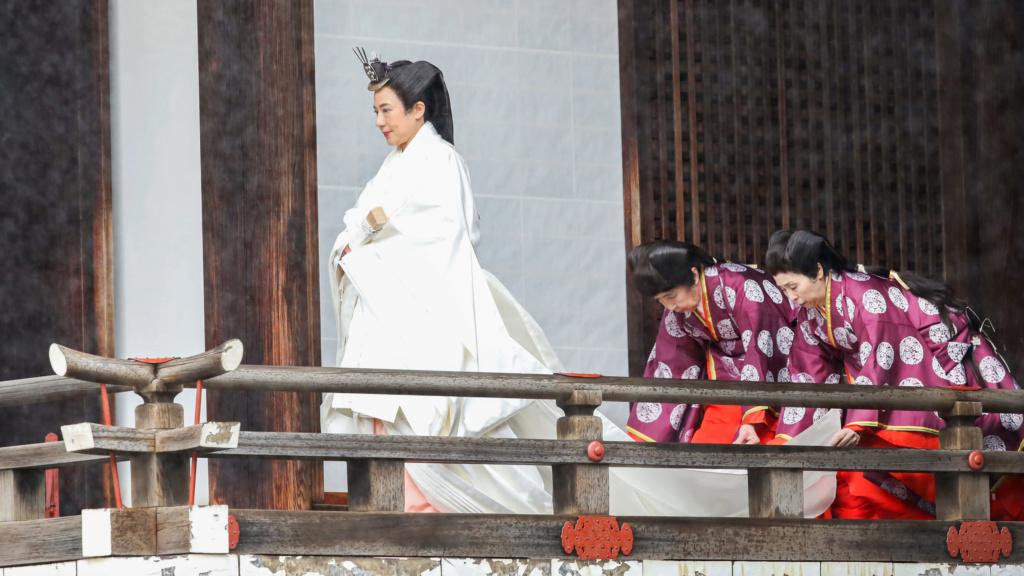 Casa Imperial del Japón (Nihon-koku / Nippon-koku) - Página 12 Https_13