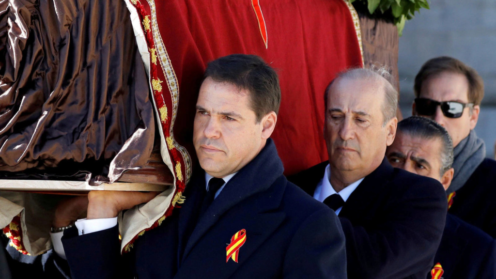 Luis Alfonso de Borbón, Duque de Anjou - Página 43 Luis-a10