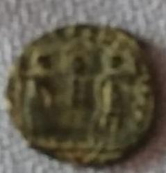 AE4 de Constante I. GLORIA EXERCITVS 410