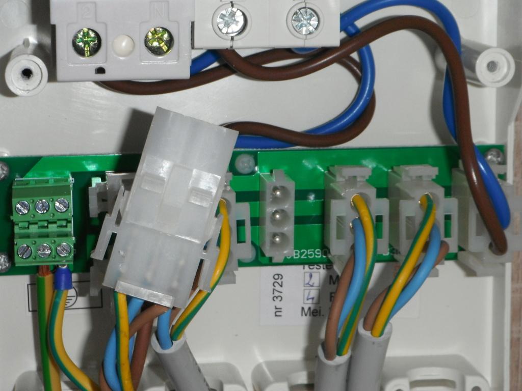 Convertisseur 12V alimentant les prises 220V d'origine Dscf2210
