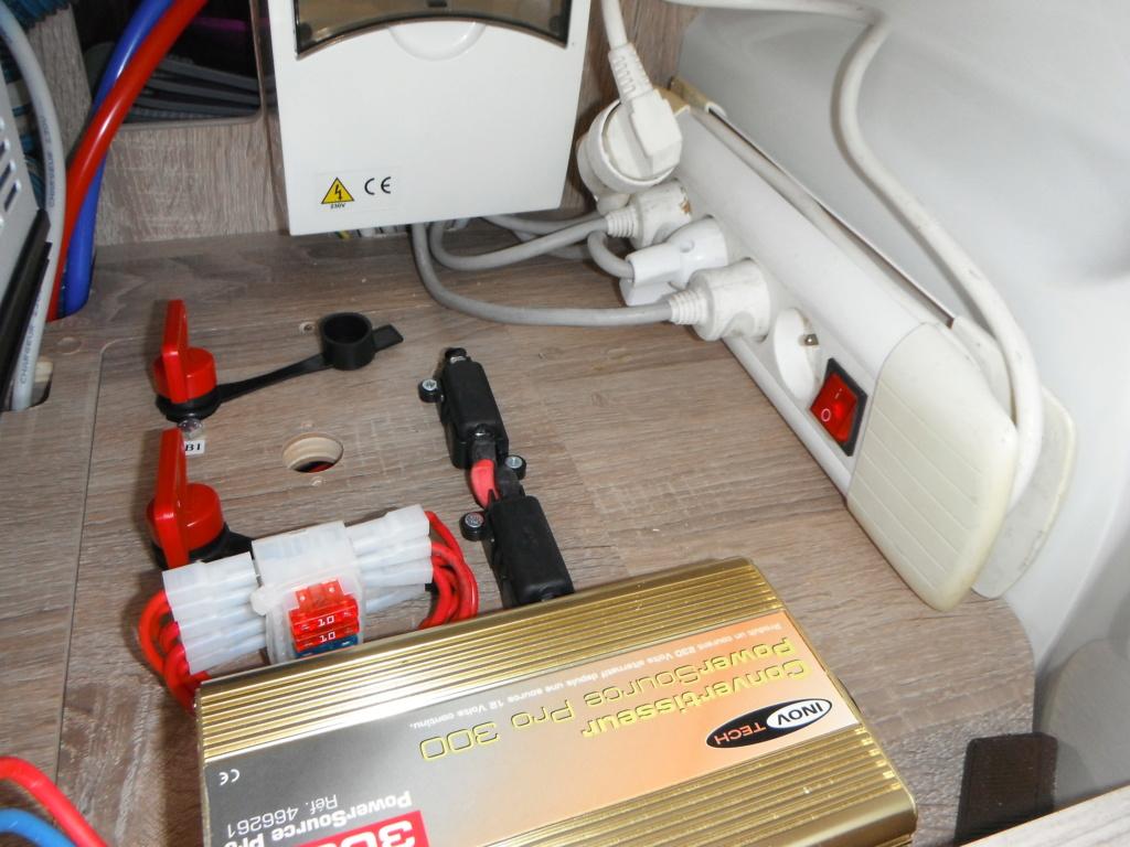 Convertisseur 12V alimentant les prises 220V d'origine Dscf2217