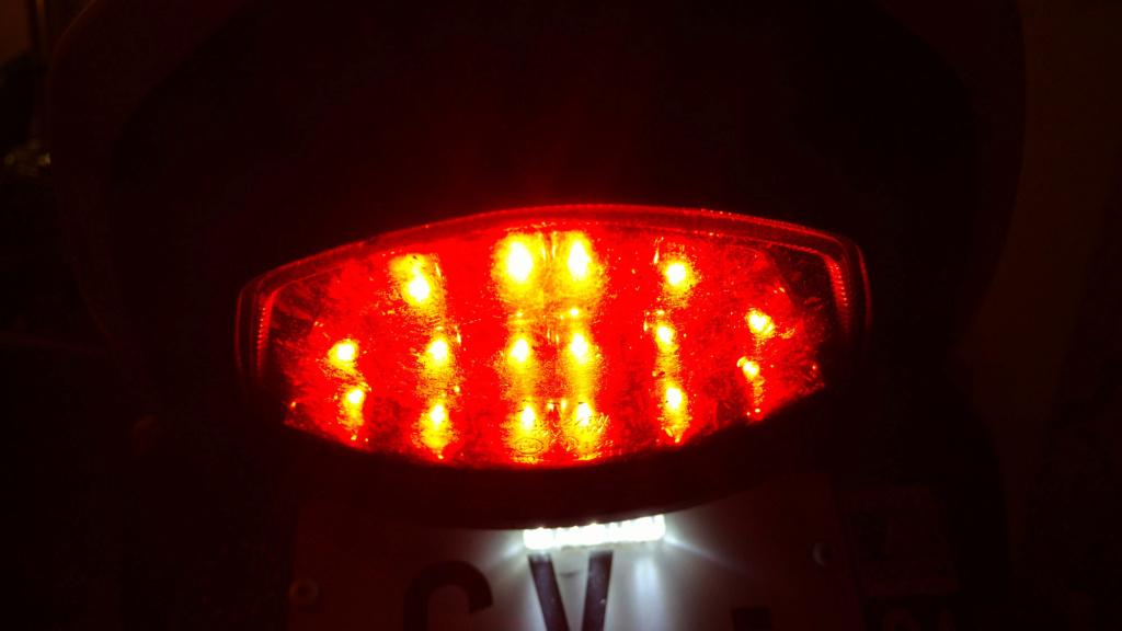 Je n'arrive pas à changer l'ampoule du clignotant avant Img_2014