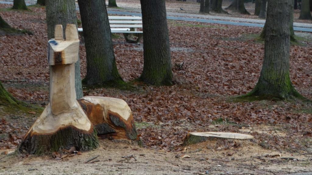 Sculptures à la tronçonneuse Dsc01711