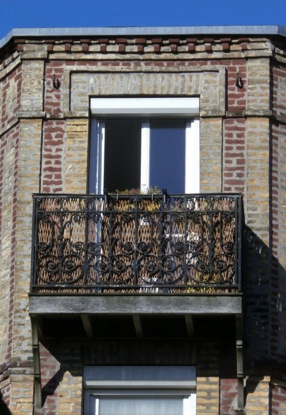 Balcons en fer forgé - Page 2 Pb080016