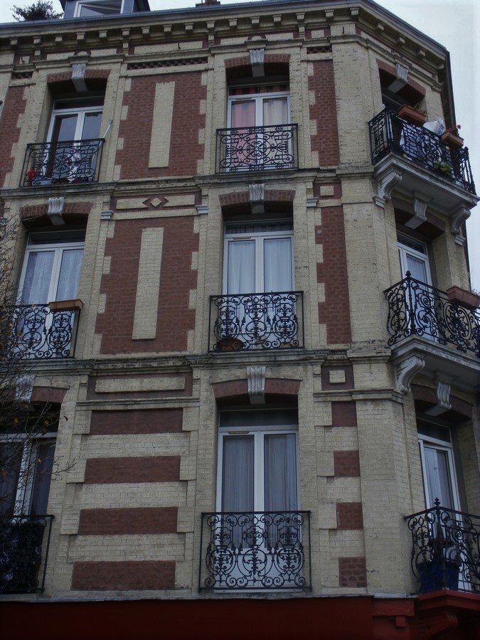 Balcons en fer forgé - Page 2 Pc050014