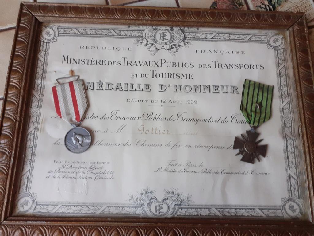 Cadre avec médailles 20210312