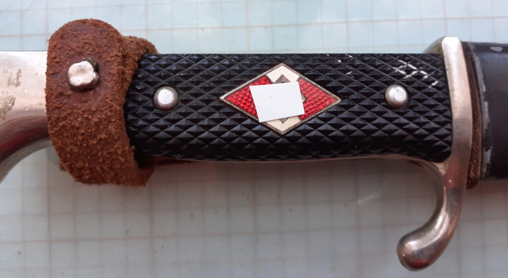 demande identification de deux couteaux Poignz16