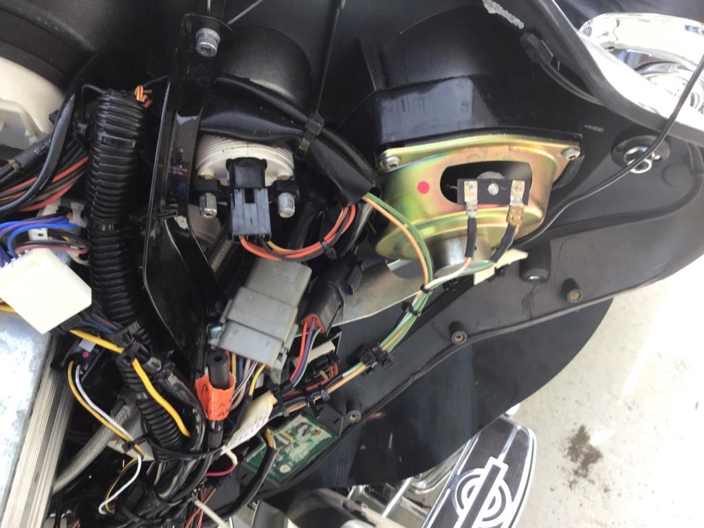 Branchement Haut parleur et bouton Electra glide 2003 1750c910