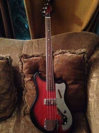 Tempo Electric Bass.  0223