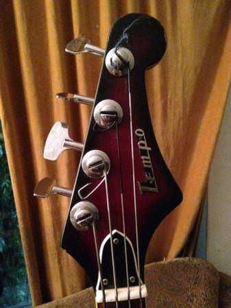 Tempo Electric Bass.  0419