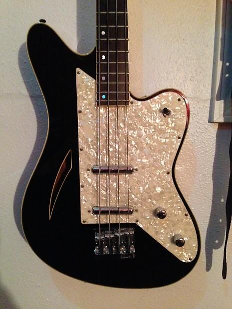 Charvel Surfcaster Bass. 218