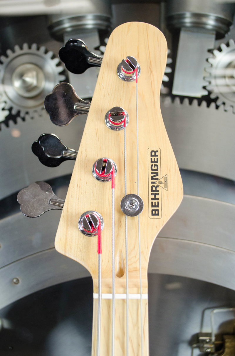 Behringer P-Bass. 3behri11