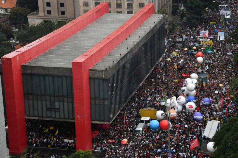 15-05-2019 - Protesto em São Paulo contra o corte de verbas para as universidades. Captur13